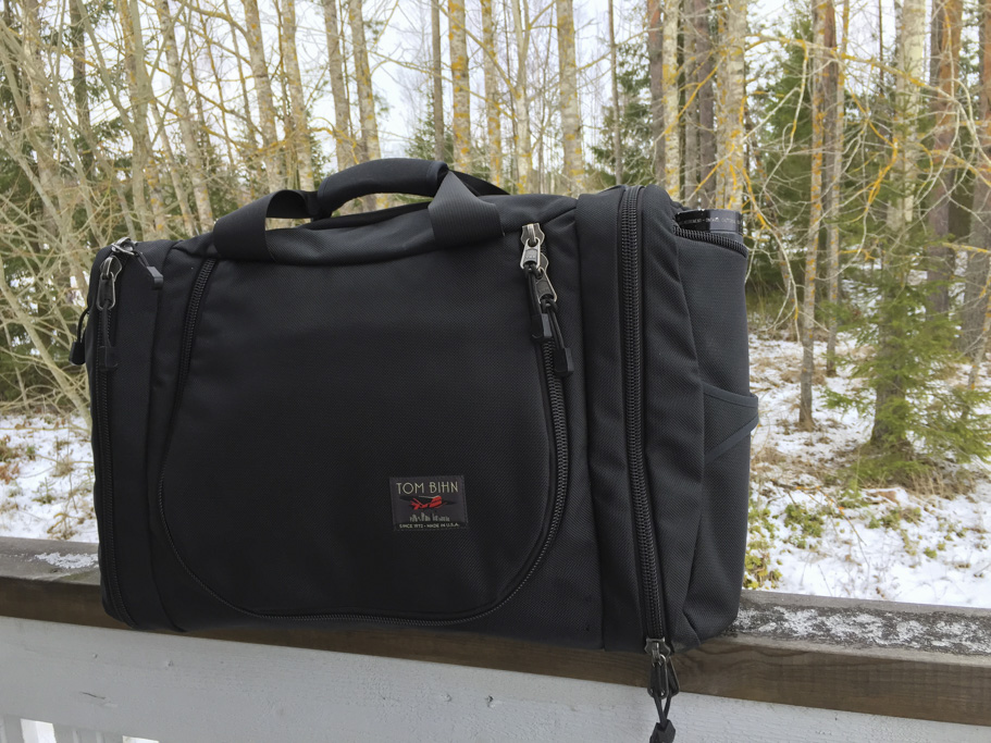briefcase mode shown on the tom bihn aeronaut 45