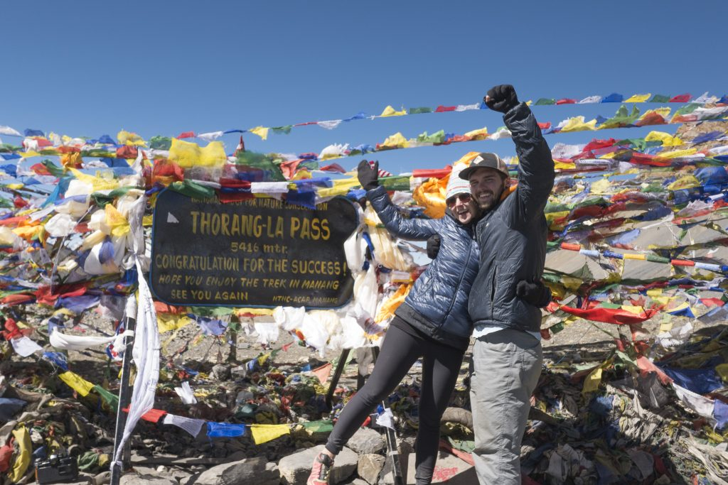 happy hikers at thorung-la pass