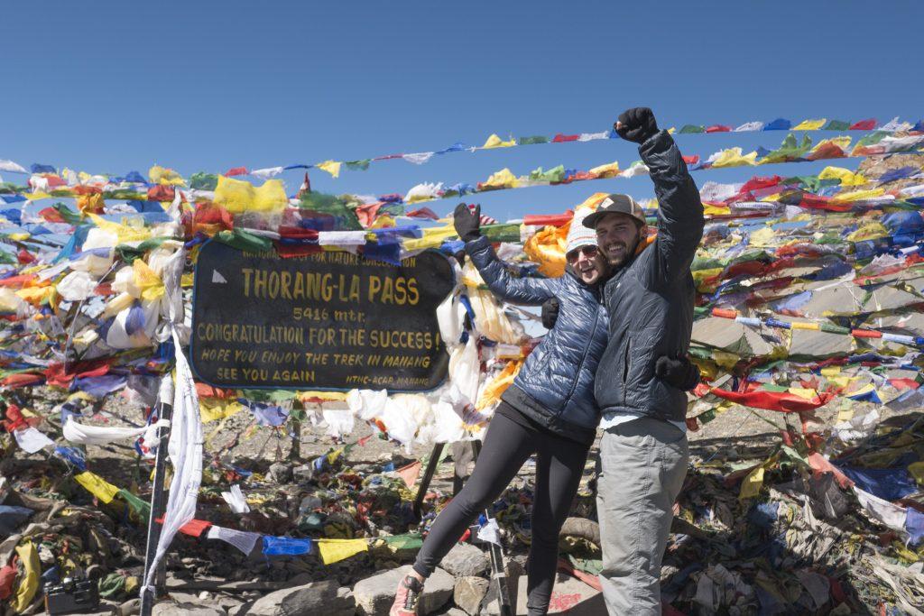 happy hikers at thorung-la pass