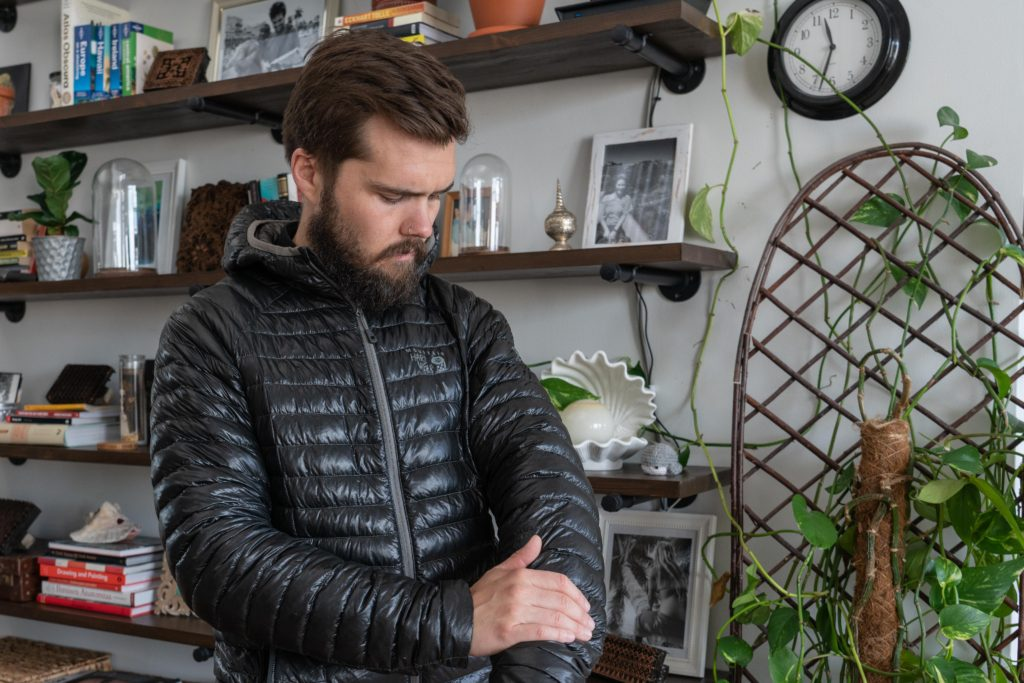 shell material of a puffy jacket should be thin but durable